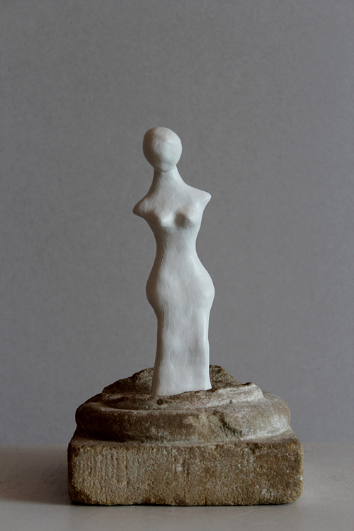 Flügellos II - 2007, Spez. Masse, Sandstein, H: 23 cm