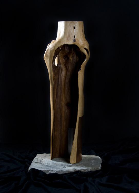 Schützende Hülle - Mantel der Geborgenheit - 2007, Holz, Metall, Stein, H: 100 cm