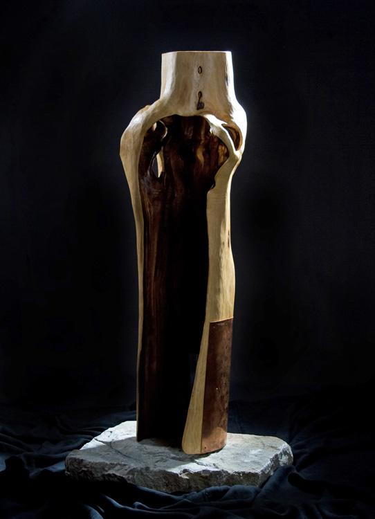 Schützende Hülle - Mantel der Geborgenheit - 2007, Holz, Metall, Stein, 100 cm